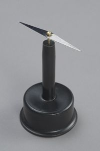 MAGNETIC NEEDLE ON STAND